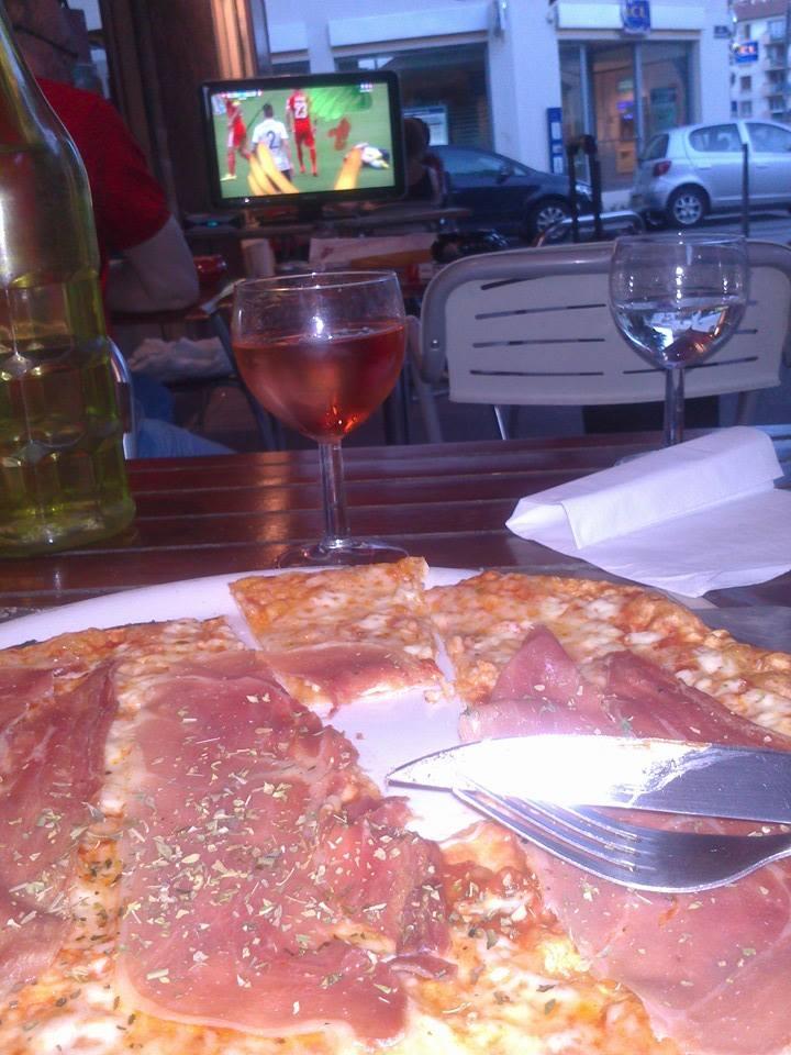 Le soir de coupe du monde où j'ai découvert la pizza la plus fine de Lyon.