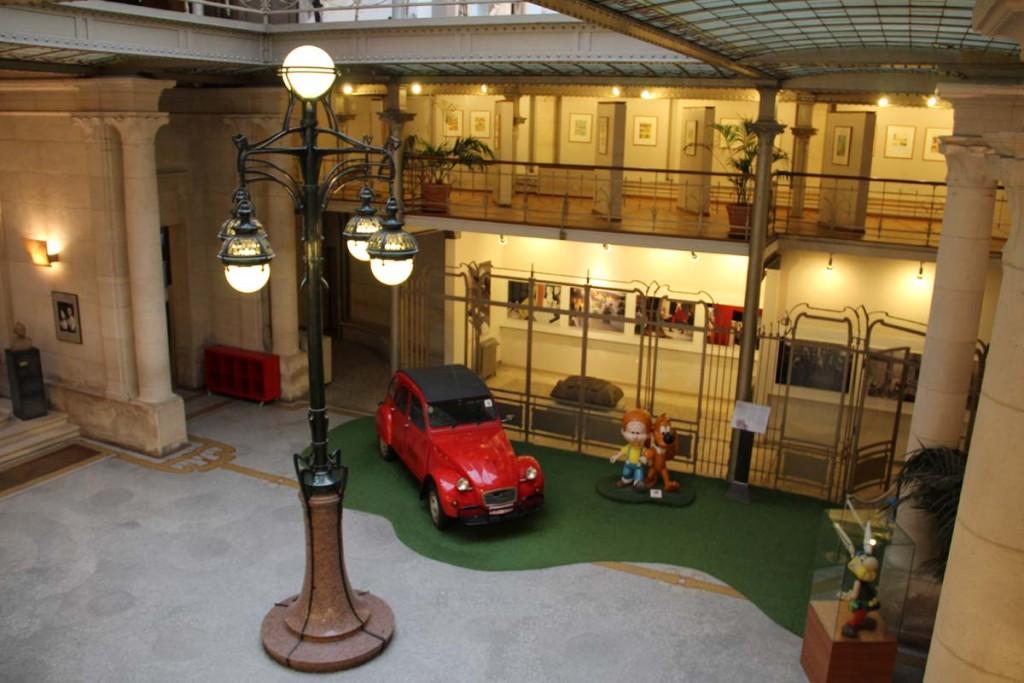 La librairie est située dans le hall du Centre Belge de la Bande Dessinée.