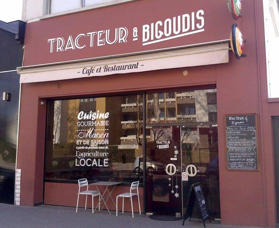 Tracteur et Bigoudis se situe à Villeurbanne, avenue Salengro.